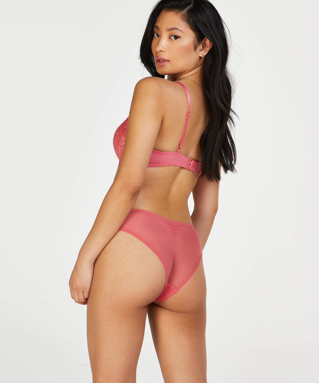 Leyla Brazilian, Rosa, main