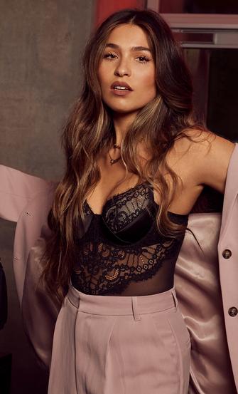 Amelia Body, Svart