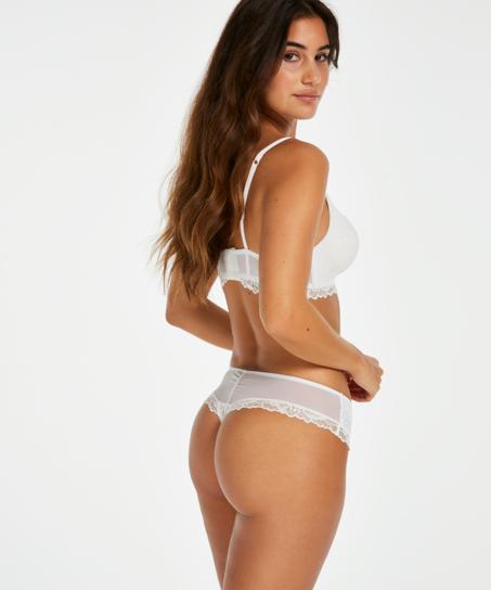 Boxer-stringtrosa Yvonne, Vit